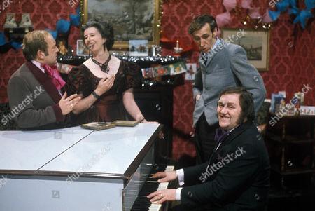 'Sez Les' TV - 1972 -  Les Dawson with Roy Barraclough, Damaris Hayman and Eli Woods