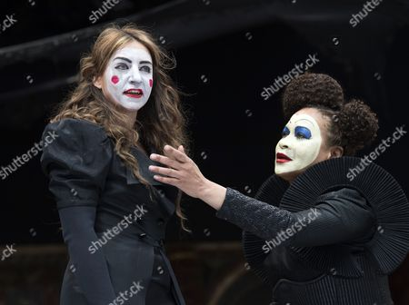Kirsty Bushell as Juliet, Martina Laird as Lady Capulet