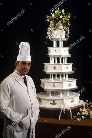 Chief Petty Officer Cook David Avery with the wedding cake