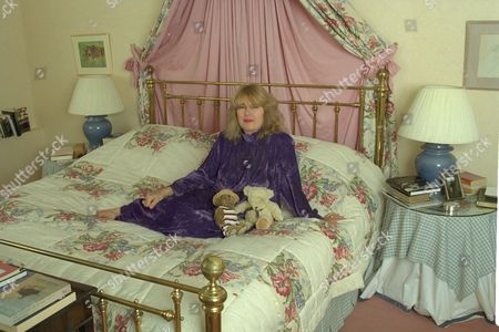 In Bed With.........charlotte Bingham At Home In Somerset.