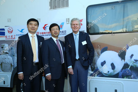 Mr. LUO Weijian (Director of the China National Tourist Office), Mr ZHI Yang (Minister Counsellor (Culture) of the Embassy of the PRC in Australia) and Mr Tony South (Chairman Tourism Australia).