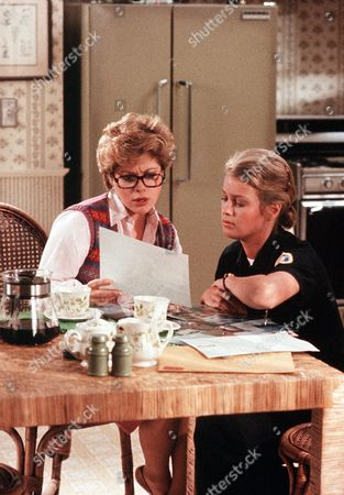 'Policewoman Centerfold' TV - 1983 -  Jennifer Oaks (Melody Anderson) talks to her mother betty (Corinne Carroll) at the kitchen table.