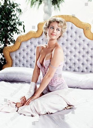 'Policewoman Centerfold' TV - 1983 -  Jennifer Oaks (Melody Anderson) poses on a bed.