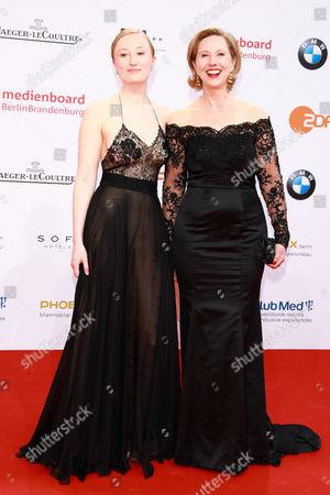 Petra Zieser (R) mit Tochter Emilia