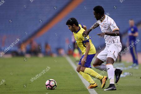 Al-Nassr player Yahya Al-Shehri (L) in action for the ball with Al-Shabab player Hasan Moath (R) during the Saudi Professional League soccer match between Al-Nassr and Al-Shabab at King Fahd International Stadium in Riyadh, Saudi Arabia, 29 April 2017.