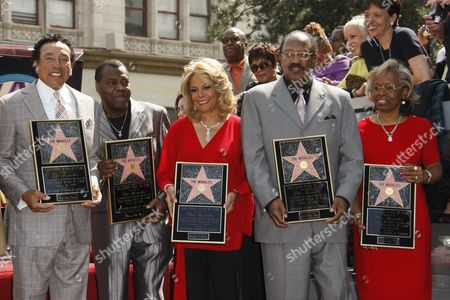 The Miracles, Smokey Robinson, Pete Moore, Claudette Robinson Bobby Rogers and Gloria White