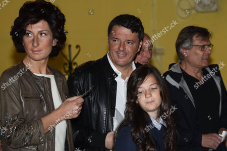 Matteo Renzi with wife Agnese Landini and daughter at the vote for Democratic party Primaries