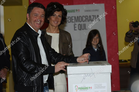 Matteo Renzi and wife Agnese Landini during the vote for Democratic party Primaries