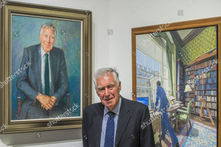Sir Eric Anderson KT with his painting by Michael Noakes