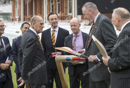 Former England fast bowler Angus Fraser shows Prince Philip the modern cricket bat