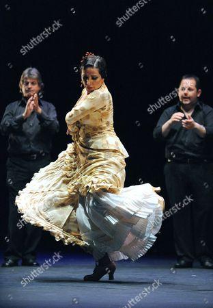 Eva Yerbabuena performing 'Santo y Sena'