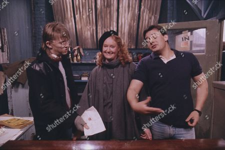 Fotografia stock a tema Kevin Kennedy (as Curly Watts), Jill Frudd, and Nigel Pivaro (as Terry Duckworth)