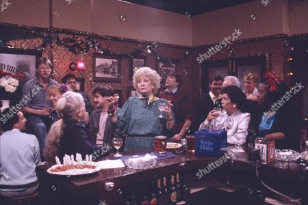Stock Photo of Kevin Kennedy (as Curly Watts), Nigel Pivaro (as Terry Duckworth), Sally Dynevor (as Sally Webster), Michael Le Vell (as Kevin Webster), Elizabeth Dawn (as Vera Duckworth), Helene Palmer (as Ida Clough) and Lisa Lewis (as Shirley Armitage)