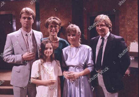 David Lonsdale (as Peter Barlow), Holly Chamerette (as Tracey Barlow), Anne Kirkbride (as Dierdre Barlow), Wendy Jane Walker (as Susan Barlow), William Roache (as Ken Barlow)