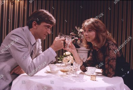 Michael Loney (as Ian Latimer) and Helen Worth (as Gail Tilsley)