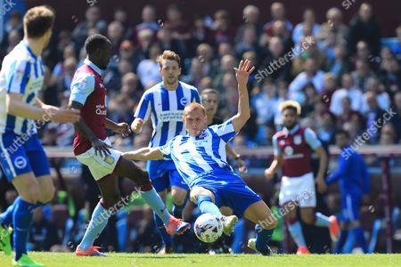 Steve Sidwell of Brighton & Hove Albion challenges Albert Adomah of Aston Villa - Aston Villa v Brighton and Hove Albion, Sky Bet Championship, Villa Park, Birmingham - 7th May 2017.