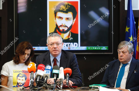 Venezuelan imprisoned opposition leader Leopoldo Lopez's father Leopoldo Lopez (R) and sister Diana Lopez (L) join former Spanish Justice minister Alberto Ruiz-Gallardon (C) during a press conference held in Madrid, Spain, 05 May 2017. The family members have asked the International Committee of the Red Cross to verify the health of opposition leader Leopoldo Lopez who has been in a Venezuelan prison since 2014.