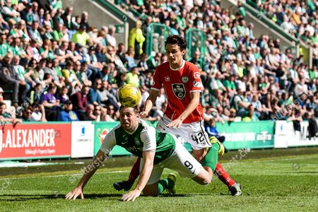 9 Grant Holt dives for a header in front of Kyle Magennis during the Ladbrokes Scottish Championship match between Hibernian and St Mirren at Easter Road, Edinburgh