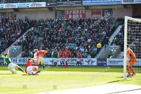 9 Grant Holt scores opening goal during the Ladbrokes Scottish Championship match between Hibernian and St Mirren at Easter Road, Edinburgh