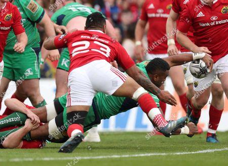 Munster vs Connacht. Connacht's Naulia Dawai scores a try