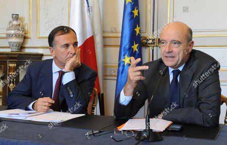 French Foreign Minister and Mayor of Bordeaux Alain Juppe (r) and Italian Foreign Minister Franco Frattini Hold a Press Conference During a Seminar of Foreign Ministers of the Epp (european People's Party) Organized by the French Foreign Minister in Bordeaux France 01 October 2011 France Bordeaux