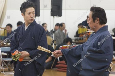 Actor Onoe Kikunosuke V (on left) and his father Onoe Kikugoro VII (on right)