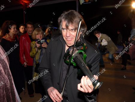 French Composer Didier Lockwood Poses to Photographers Playing Music Thursday 15 March 2007 As He Arrives to the World Film Premiere of 'Princess of the Sun' a Cartoon Staged During Egyptian Pharaoh Tutankhamen's Reign and Presented at the Giza Pyramids in Cairo
