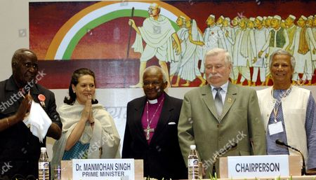 (l-r) Former President of Zambia Kenneth Kaunda Congress Party President Sonia Gandhi Archbishop Desmond Tutu Lech Walesa Former President of Poland and Noble Laureate Mohammad Yunus During the Concluding Plenary Session of a Conference On 'Peace Nonviolence and Empowerment' Are Paying Their Respect to the Values Established by Mahatma Gandhi Father of the Nation in New Delhi India On Tuesday 30 January 2007
