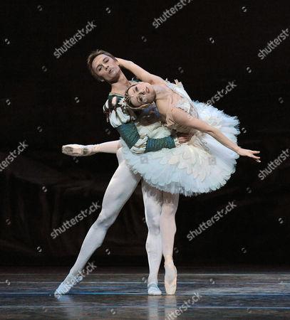 Irina Dvorovenko and Maxim Beloserkovsky