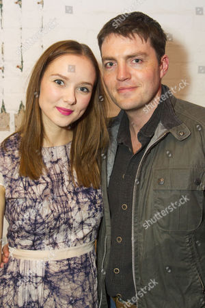 Alexandra Dowling (Beth) and Tom Burke