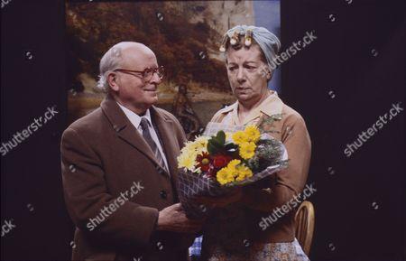 Stock Image of Len Marten (as Tom Hopwood) and Jean Alexander (as Hilda Ogden)