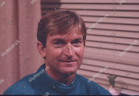 Michael Loney (as Ian Latimer)