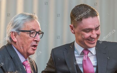 EU Commission President Jean-Claude Juncker (L) and Taavi Roivas, former Prime Minister of Estonia (R) attend the forum 'Which way forward for a better European Future?' at BOZAR in Brussels, Belgium, 09 May 2017.