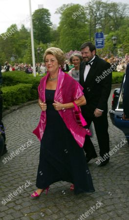 Mary Donaldsons Parents Susan Moody and John Donaldson Arrives at Fredensborg Store Kro North of Copenhagen Saturday Evening 08 May 2004 to Attend the Official Dinner Hosted by Australian Governor General Major Michael Jeffery to Celebrate Crownprince Frederik and His Fiancee Mary Donaldson who Will Marry May 14 2004 in Copenhagen's Cathedral Australian Chef Luke Mangan Will Prepere the Australian Menu For the Danish Royal Family and Invited Guests at the Official Dinner Tonight Denmark Fredensborg