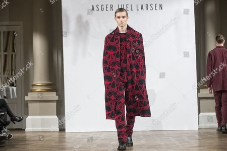 A Model Presents a Creation From the Fall/winter 2015 Collection of Danish Designer Asger Juel Larsen During the Copenhagen Fashion Week in Copenhagen Denmark 28 January 2015 the Fashion Event Runs From 27 January to 01 February Denmark Copenhagen