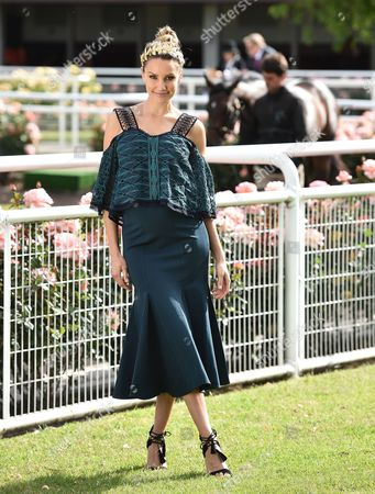 Australian Tv Host Rachael Finch Poses For Photos in the Parade Ring on Melbourne Cup Day at Flemington Racecourse in Melbourne Australia 01 November 2016 Australia Melbourne