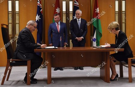 Stock Image of Jordanian King Abdullah Ii (c-l) and Australian Prime Minister Malcolm Turnbull (c-r) Witness Australian Minister For Foreign Affairs Julie Bishop (r) and Jardanian Foreign Minister Nasser Judeh (l) Sign a Joint Declaration on Enhanced Cooperation at Parliament House in Canberra Australia 24 November 2016 the Jordanian Royals Are on an Official Visit to Australia Following an Invitation From Australian Governor General Sir Peter Cosgrove Australia Canberra