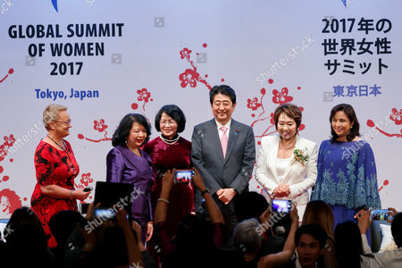 (L to R) Henryka Bochniarz President of Lewiatan, Summit President Irene Natividad, Vice President of Vietnam Dang Thi Ngoc Thinh, Japanese Prime Minister Shinzo Abe, Japan Host Committee 2017 Summit Chair Noriko Nakamura and Vice President of Philippines Leni Robredo, pose for cameras during the 2017 Global Summit of Women, Tokyo, Japan.