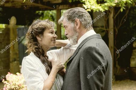 Stock Picture of Pierce Brosnan, Wendy Crewson