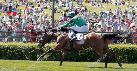 SARAH JOYCE (Jack Doyle) wins The Margaret Currey Henley Fillies and Mares Hurdle, Percy Warner Park, Nashville Tennessee USA,