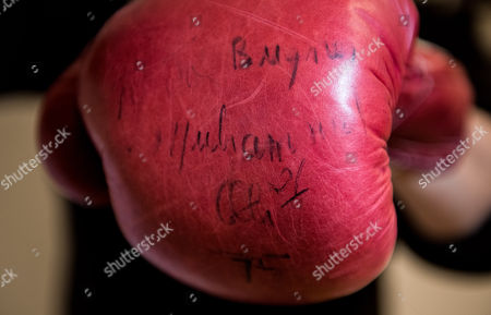 The iconic boxing gloves worn by Muhammad Ali in the World Heavyweight Championship bout versus Joe Bugner in Kuala Lumpur on 30th June 1975 are expected to fetch £40,000-60,000 when they are included in an auction of Sporting Memorabilia by Graham Budd Auctions on May 15th 2017