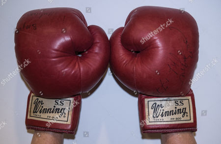 Stock Photo of The iconic boxing gloves worn by Muhammad Ali in the World Heavyweight Championship bout versus Joe Bugner in Kuala Lumpur on 30th June 1975 are expected to fetch £40,000-60,000 when they are included in an auction of Sporting Memorabilia by Graham Budd Auctions on May 15th 2017