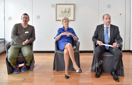 (L-R) Peter Cachola Schmal, director of German architectural museum, Petra Roth, former Mayor of Frankfurt and Albert Reicherzer, executive vice president of Commerzbank talk during a press conference of Commerzbank in Frankfurt Main, Germany, 15 May 2017. The Commerzbank Tower, with 250m highest building in Frankfurt, celebrates its 20th birthday.