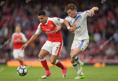 Alexis Sanchez of Arsenal and Billy Jones of Sunderland during the Premier League match between Arsenal and Sunderland played at The Emirates Stadium, London on 16th May 2017