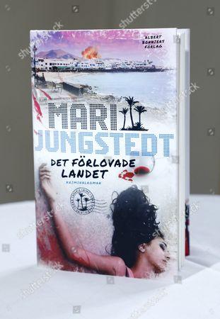Mari Jungstedt's new book 'Det förlovade landet'