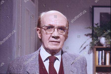 Kenneth Waller (as Arthur Watts)
