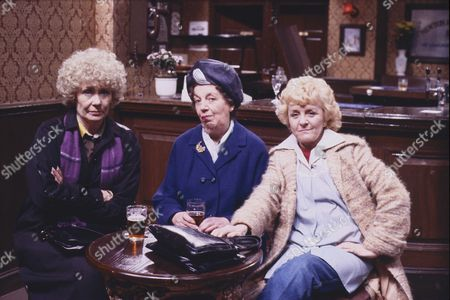 Stock Photo of Elizabeth Dawn (as Vera Duckworth), Fanny Carby (as Amy Burton) and Lynne Perrie (as Ivy Brennan)
