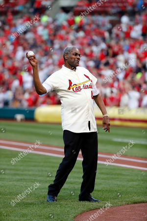 Bob Gibson, a member of the St. Louis Cardinals' 1967 World Series championship team, takes part in a ceremony honoring the 50th anniversary of the victory before the start of a baseball game between the St. Louis Cardinals and the Boston Red Sox, in St. Louis