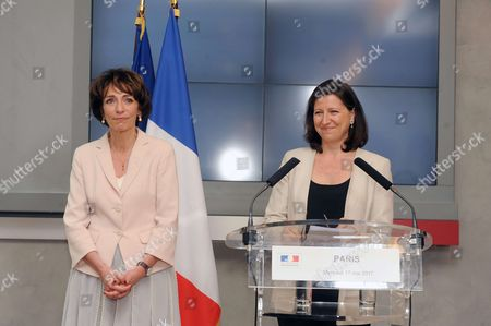 Marisol Touraine and Outgoing Health minister Marisol Touraine and Health and Solidarity Minister Agnes Buzyn during a handover ceremony in Paris