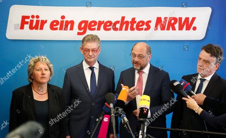 Norbert Roemer, (L-R), treasurer of North Rhine-Westphalian Social Democratic Party (SPD), Svenja Schulze, designated SPD General Secretary in  North Rhine-Westphalia, Michael Groschek, acting Minister for Transport in North Rhine-Westphalia and Martin Schulz, German Chancellor candidate and leader of the Social Democartic Party (SPD), smile during a press conference after the SPD Executive Committee meeting in Duesseldorf, Germany, 19 May 2017. The Executive Committee agreed to propose Groschek as a candidate for new SPD's leader in North Rhine-Westphalia. SPD's election defeat on 14 May 2017 led to the resignation of party leader Hannelore Kraft.